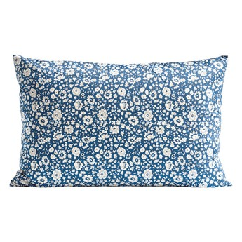 Niebieska poszewka dekoracyjna z kwiatowym wzorem Liberty OEKO-TEX 40x60 z bawełny TINE K HOME