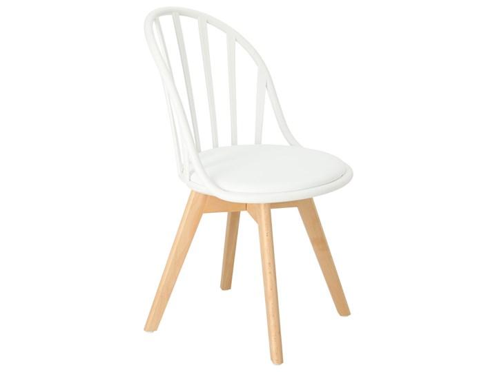 SELSEY Krzesło Taddeus białe z siedziskiem z ekoskóry na drewnianych nogach Tworzywo sztuczne Skóra ekologiczna Drewno Styl Skandynawski Krzesło inspirowane Styl Industrialny