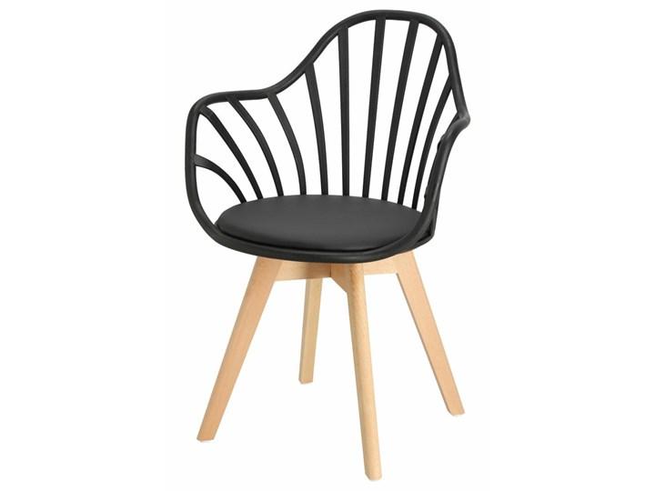 SELSEY Krzesło Taddeus czarne z podłokietnikami i siedziskiem z ekoskóry Skóra ekologiczna Tworzywo sztuczne Drewno Z podłokietnikiem Styl Skandynawski