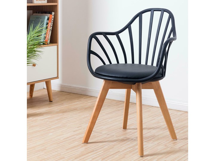 SELSEY Krzesło Taddeus czarne z podłokietnikami i siedziskiem z ekoskóry Z podłokietnikiem Drewno Skóra ekologiczna Tworzywo sztuczne Kolor Czarny