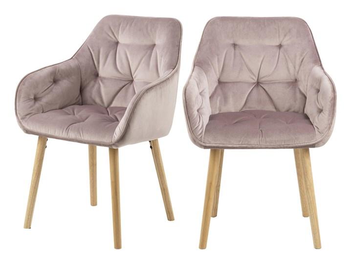 SELSEY Zestaw dwóch krzeseł tapicerowanych z podłokietnikami Agamos różowy welur na drewnianych nóżkach Z podłokietnikiem Styl Nowoczesny Drewno Tkanina Tapicerowane Styl Klasyczny