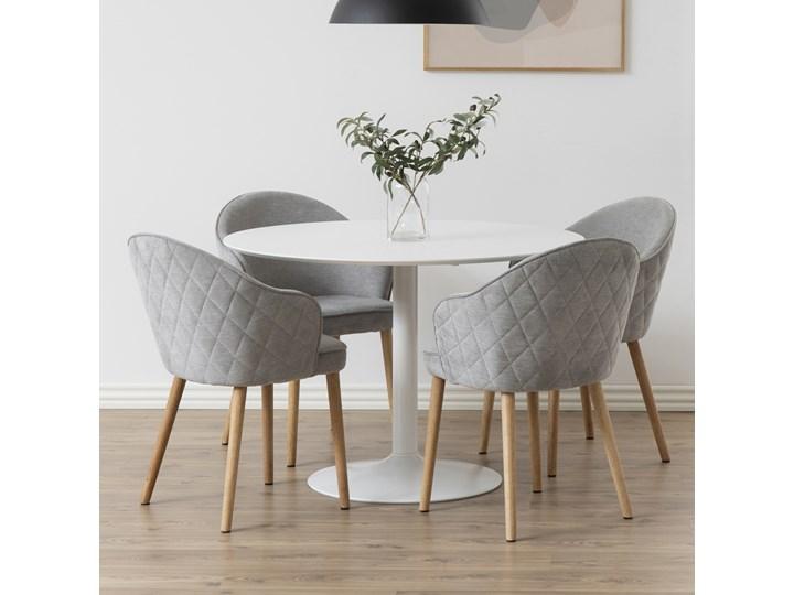SELSEY Krzesło tapicerowane Evanthen szare z pikowaniem karo na drewnianych nóżkach Pikowane Drewno Z podłokietnikiem Tkanina Kategoria Krzesła kuchenne Krzesło inspirowane Styl Nowoczesny