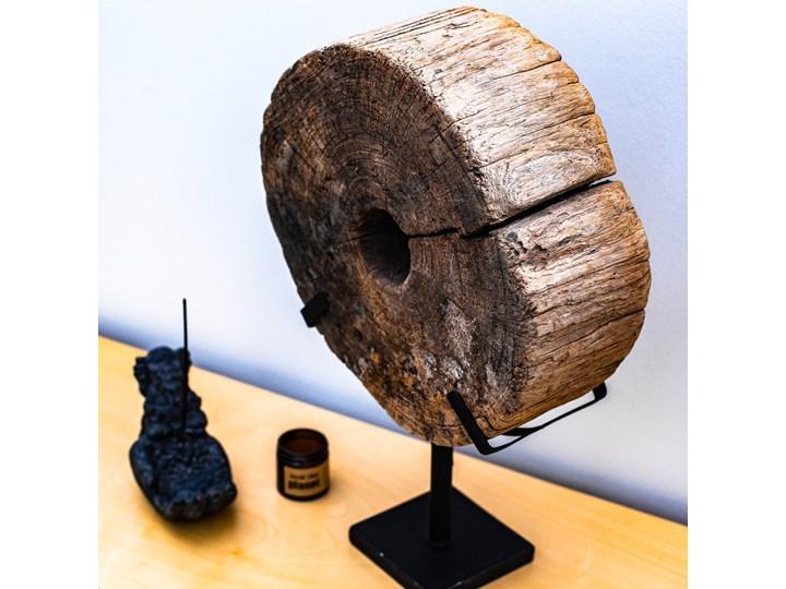 Drewniana dekoracja ze stojakiem Metal Kategoria Figury i rzeźby Drewno Kolor Czarny