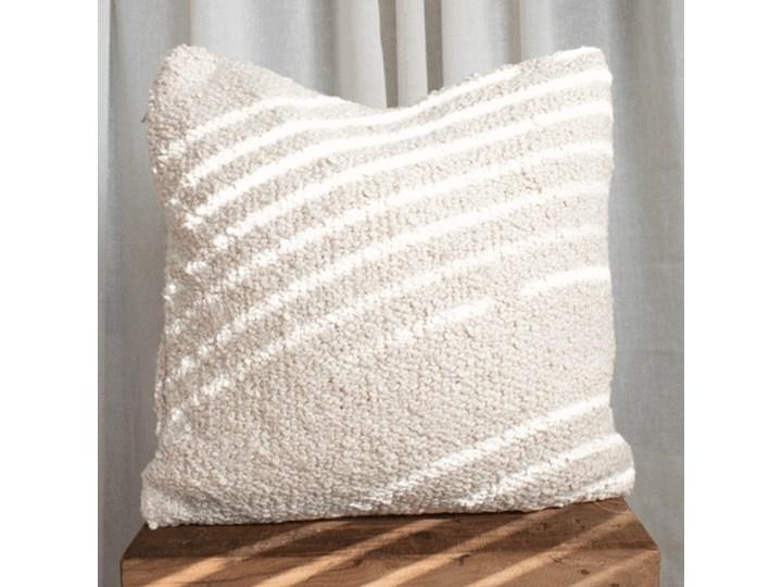 Boucle pillow boucle cushion + filling included ! Kwadratowe Pomieszczenie Sypialnia Pomieszczenie Salon
