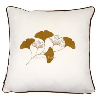 Poduszka dekoracyjna PIANO WHITE z liśćmi miłorzębu 45x45 cm