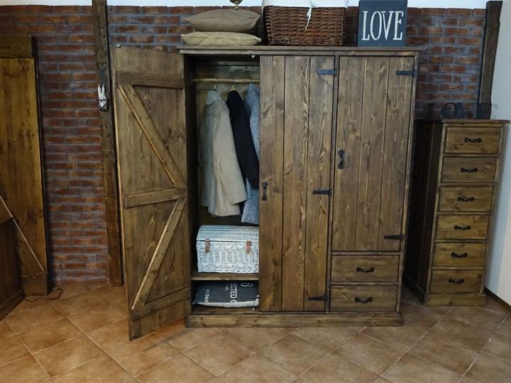 Szafa sosnowa Rustyk 155 skóra Drewno tworzywo sztuczne Styl klasyczny Głębokość 60 cm Wysokość 190 cm Otwierane Szerokość 155 cm Metal Styl skandynawski