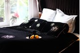 Ekskluzywna narzuta Glamour black 240 x 240