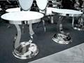 STOLIK D003 50x50x54cm BIAŁY Rozmiar blatu 50x50 cm Szkło Okrągłe Metal Wysokość 54 cm Rodzaj nóg Gięte