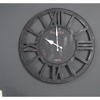 Drewniany zegar ścienny, styl rustykalny.