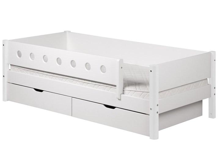 Białe łóżko Dziecięce Z Poręczami Zabezpieczającymi I