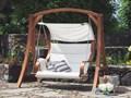 Huśtawka ogrodowa z daszkiem - beżowa APRILIA Drewno Metal Materiał stelaża Drewno