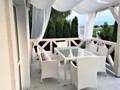 Komplet stołowy z białego technorattanu CAPITALE Tworzywo sztuczne szkło ogrodowe tkanina Aluminium wiklina Stoły z krzesłami Zawartość zestawu Fotele