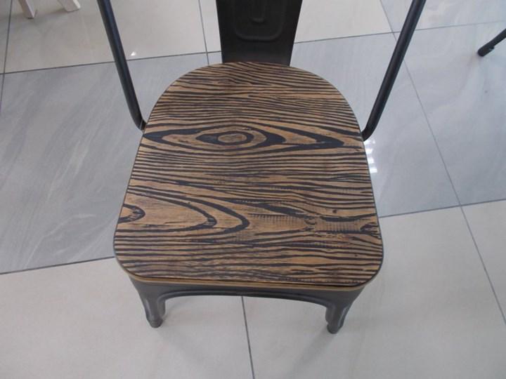 Metalowe krzesło z drewnianym siedziskiem Loft 4 Wysokość 85 cm Głębokość 36 cm Szerokość 37 cm Kolor Czarny