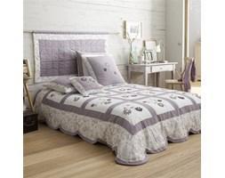Narzuta na łóżko podszyta watoliną, z naszywanymi kwiatami