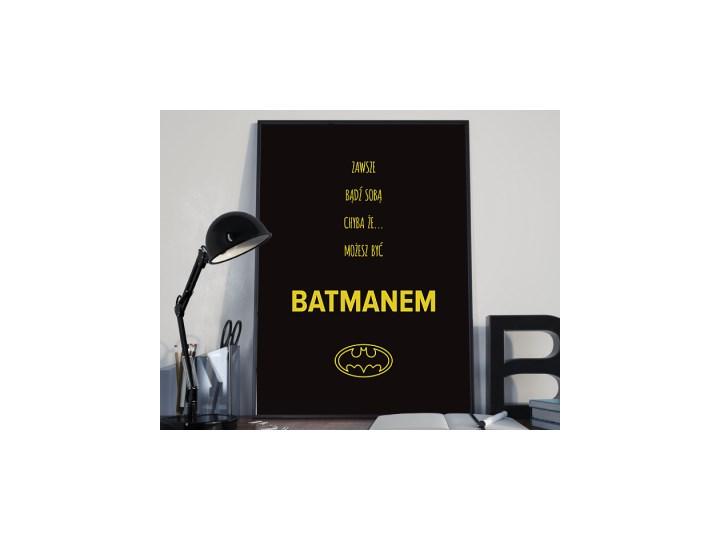 Zawsze bądź sobą chyba że... - typografia z batmanem na czarnym tle Plakaty z napisami Rozmiar2 30x41 cm