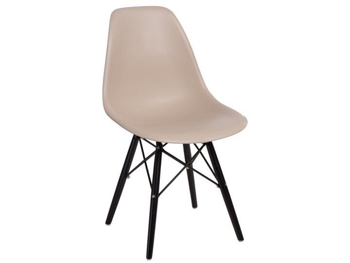 Krzesło P016W insp. DSW na czarnych nogach Głębokość 54 cm Wysokość 80 cm Głębokość 39 cm Szerokość 45 cm Kolor Beżowy