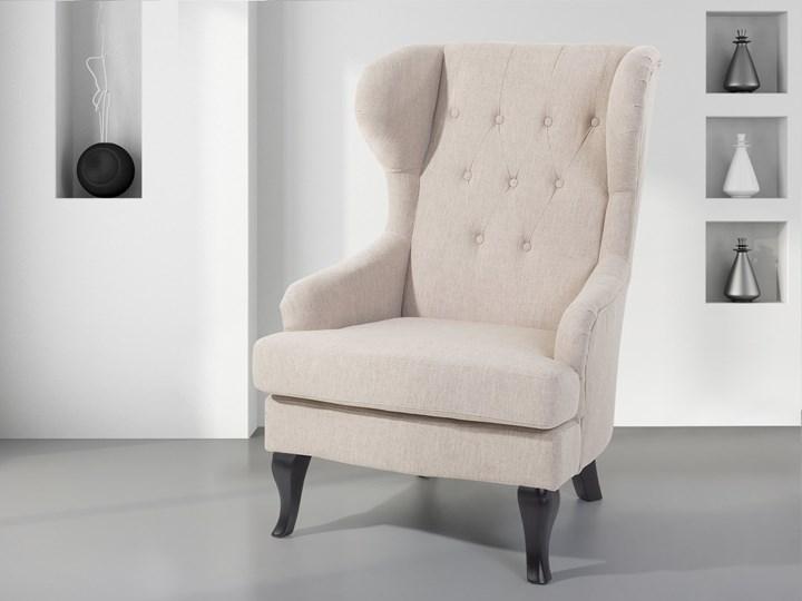 Fotel uszak beżowy tapicerowany pikowany wysokie oparcie vintage retro salon Fotel tradycyjny Fotel pikowany Tworzywo sztuczne Tkanina Drewno Styl Nowoczesny