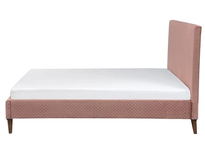 Łóżko ze stelażem różowe welurowe 140 x 200 cm z zagłówkiem styl retro Łóżko tapicerowane Kolor Różowy