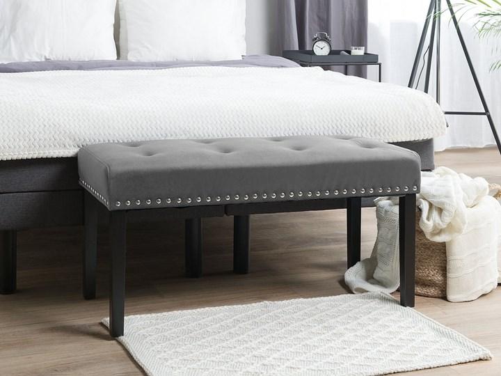 Ławka tapicerowana szara welurowa pikowana z ozdbonymi ćwiekami do sypialni
