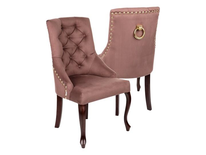 Krzesło Sisi 3 z pinezkami i kołatką, nogi Ludwik Wysokość 98 cm Tapicerowane Drewno Szerokość 56 cm Głębokość 50 cm Tkanina Styl Klasyczny