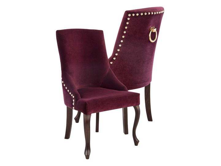 Krzesło Alexis 3 z pinezkami i kołatką, nogi Ludwik Tapicerowane Drewno Krzesło inspirowane Tkanina Kategoria Krzesła kuchenne Styl Nowoczesny
