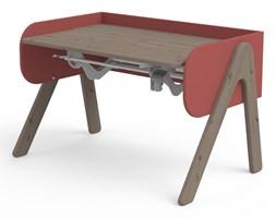 Ciemnobrązowo-czerwone biurko z drewna sosnowego z regulacją wysokości Flexa Woody