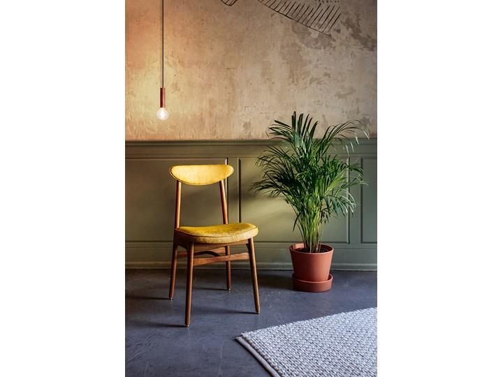 Krzesło 200-190 Loft Mustard, proj. R. T. Hałas Głębokość 52 cm Wysokość 83 cm Krzesło inspirowane Kategoria Krzesła kuchenne Tkanina Szerokość 45 cm Drewno Tapicerowane Wysokość 46 cm Kolor Żółty
