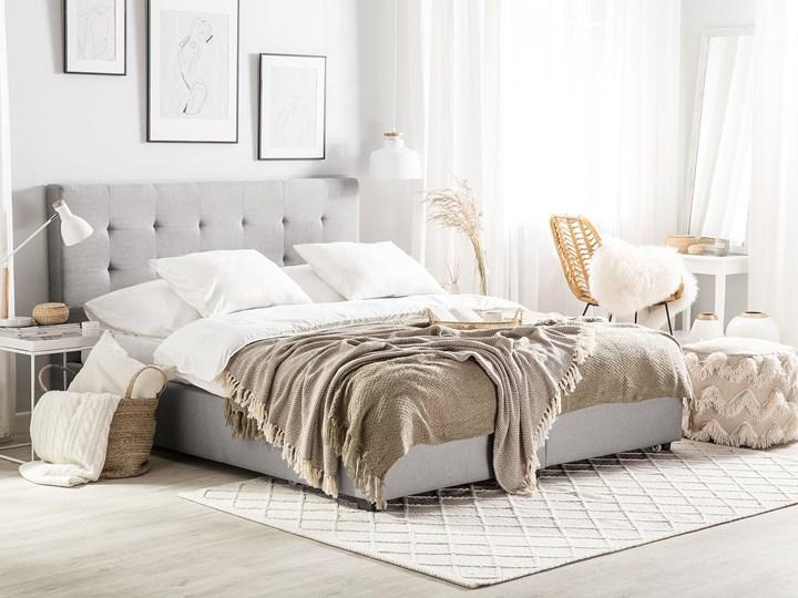 Łóżko tapicerowane 140 x 200 cm ze schowkiem jasnoszare LA ROCHELLE Rozmiar materaca 140x200 cm Tkanina Liczba miejsc Dwuosobowe