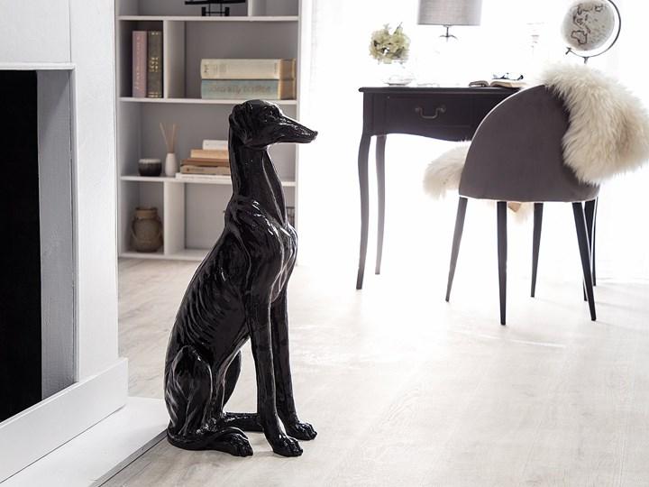 Figura dekoracyjna podłogowa czarna pies chart 80 cm Zwierzęta Kolor Czarny