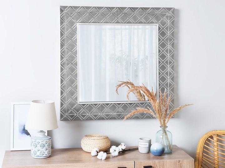 Lustro wiszące dekoracyjne kwadratowe srebrne 80 x 80 cm orientalna rama w romby Ścienne Lustro z ramą Pomieszczenie Sypialnia