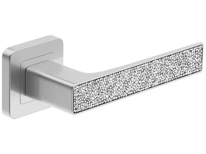 Klamka DECO GLAMOUR z srebrnymi kryształkami. Niklowana klamka do drzwi wewnętrznych z kwadratowym szyldem. Metal Kategoria Klamki