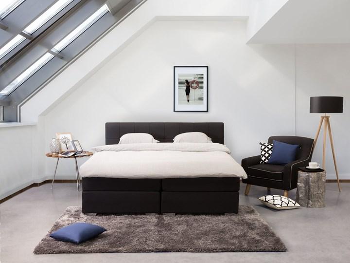 Łóżko kontynentalne czarne tapicerowane 160 x 200 cm dwuosobowe z materacem i pikowanym zagłówkiem Łóżko tapicerowane Kategoria Łóżka do sypialni Kolor Czarny