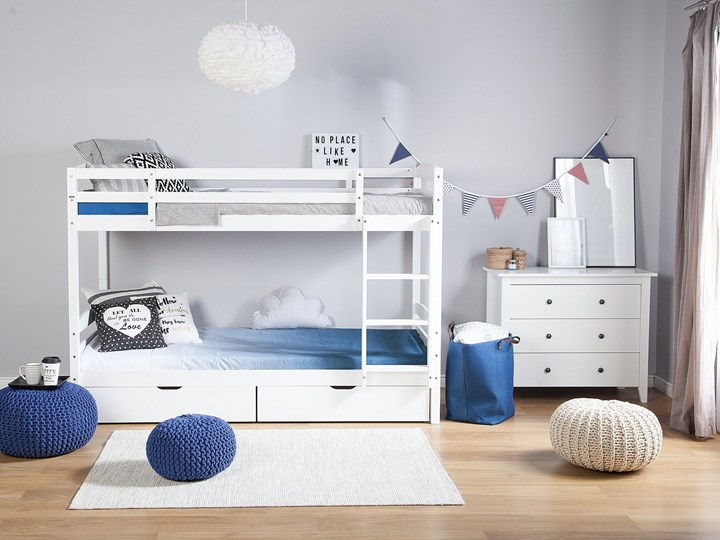 Łóżko dziecięce piętrowe białe drewniane z drabinką 90 x 200 cm Skandynawski design Łóżko piętrowe Kolor Biały Drewno Kategoria Łóżka dla dzieci