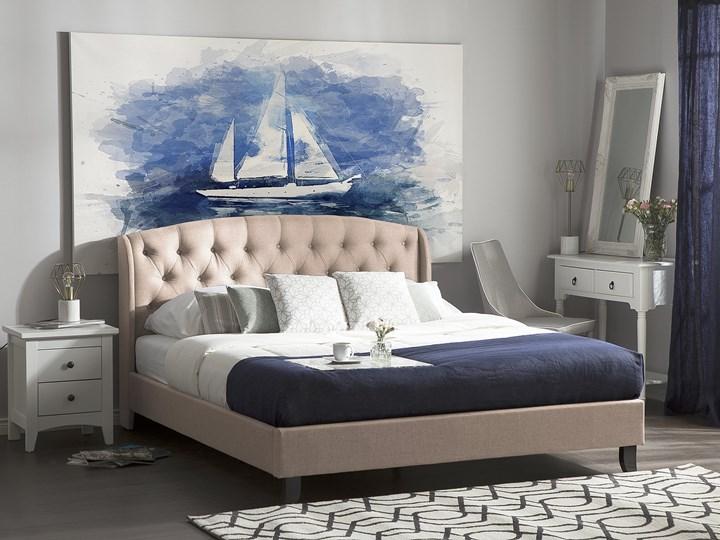 Łóżko beżowe tapicerowane 140 x 200 cm ze stelażem i pikowanym zagłówkiem Łóżko tapicerowane Kolor Beżowy
