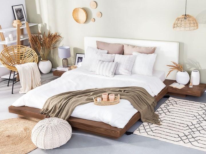 Łóżko jasne drewno 160 x 200 cm 2 stoliki nocne wysoki zagłówek styl japoński Łóżko skórzane Łóżko drewniane Kategoria Łóżka do sypialni Kolor Brązowy