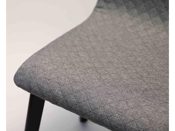 GRIM krzesło drewniane czarna rama, jasno-szara pikowana tkanina Wysokość 86 cm Tapicerowane Głębokość 41 cm Styl Klasyczny Szerokość 42 cm Głębokość 38 cm Drewno Pikowane Kategoria Krzesła kuchenne
