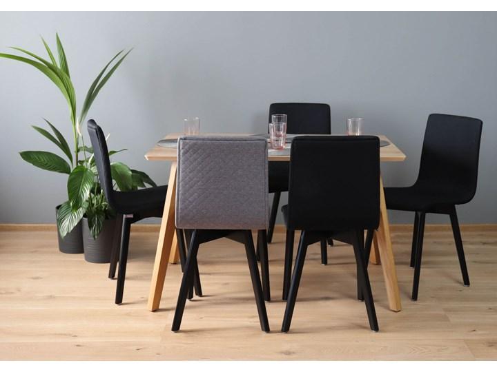 GRIM krzesło drewniane czarna rama, jasno-szara pikowana tkanina Pikowane Tapicerowane Głębokość 41 cm Szerokość 42 cm Pomieszczenie Jadalnia Drewno Wysokość 86 cm Głębokość 38 cm Styl Klasyczny