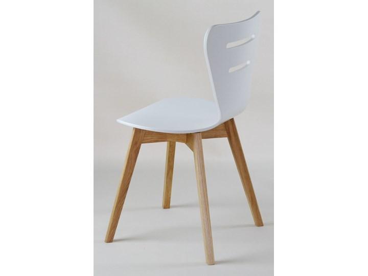 DORIS W krzesło drewniane białe, dębowa rama Głębokość 40 cm Szerokość 43 cm Głębokość 43 cm Wysokość 82 cm Drewno Pomieszczenie Jadalnia