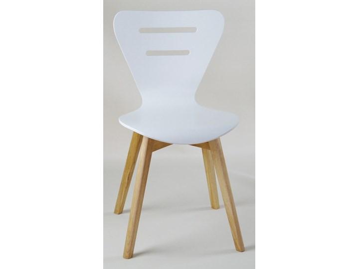 DORIS W krzesło drewniane białe, dębowa rama Głębokość 40 cm Głębokość 43 cm Drewno Szerokość 43 cm Wysokość 82 cm Styl Skandynawski Pomieszczenie Jadalnia