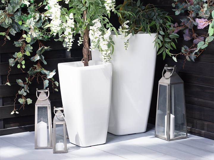 Doniczka biała mieszanka gliny 30 x 30 x 57 cm kwadratowa wysoka dekoracyjna do domu i na taras Doniczka na kwiaty Włókno szklane Kolor Biały