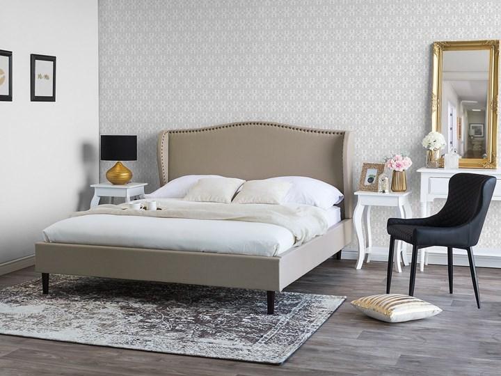 Łóżko ze stelażem tapicerowane beżowe 140 x 200 cm z zagłówkiem styl glamour Łóżko tapicerowane Kolor Beżowy