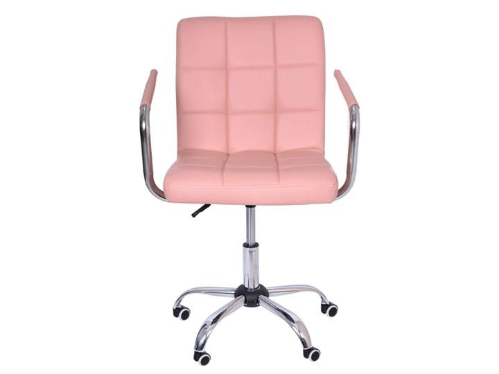 Fotel obrotowy Ritmo- różowy Szerokość 42 cm Wysokość 98 cm Tkanina Głębokość 54 cm Głębokość 39 cm Skóra ekologiczna Szerokość 54 cm Metal Kategoria Fotele do salonu