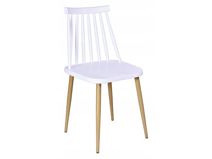Krzesło KENDO białe Metal Tworzywo sztuczne Metal Tworzywo sztuczne Drewno Metal Drewno Tworzywo sztuczne Drewno Styl Skandynawski
