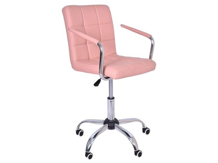 Fotel obrotowy Ritmo- różowy Głębokość 39 cm Głębokość 54 cm Skóra ekologiczna Tkanina Metal Szerokość 54 cm Wysokość 98 cm Szerokość 42 cm Pomieszczenie Biuro i pracownia