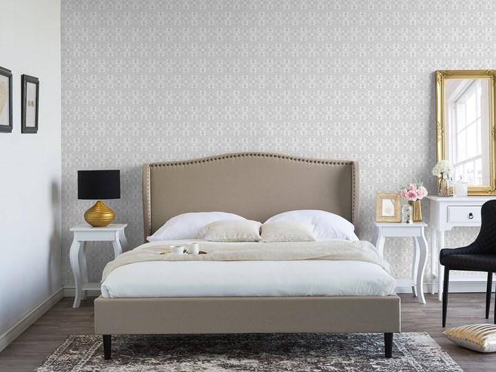 Łóżko ze stelażem tapicerowane beżowe 140 x 200 cm z zagłówkiem styl glamour Łóżko tapicerowane Kategoria Łóżka do sypialni