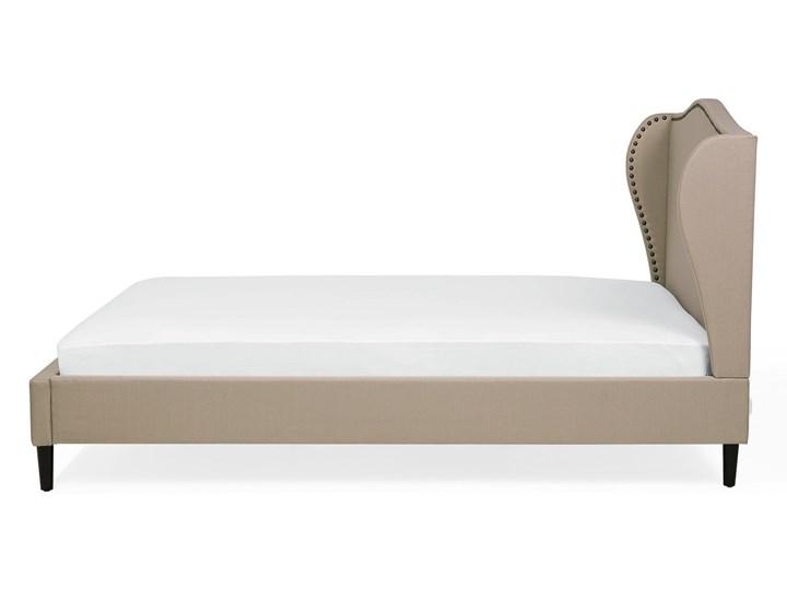 Łóżko ze stelażem tapicerowane beżowe 140 x 200 cm z zagłówkiem styl glamour Łóżko tapicerowane Kolor Beżowy Kategoria Łóżka do sypialni