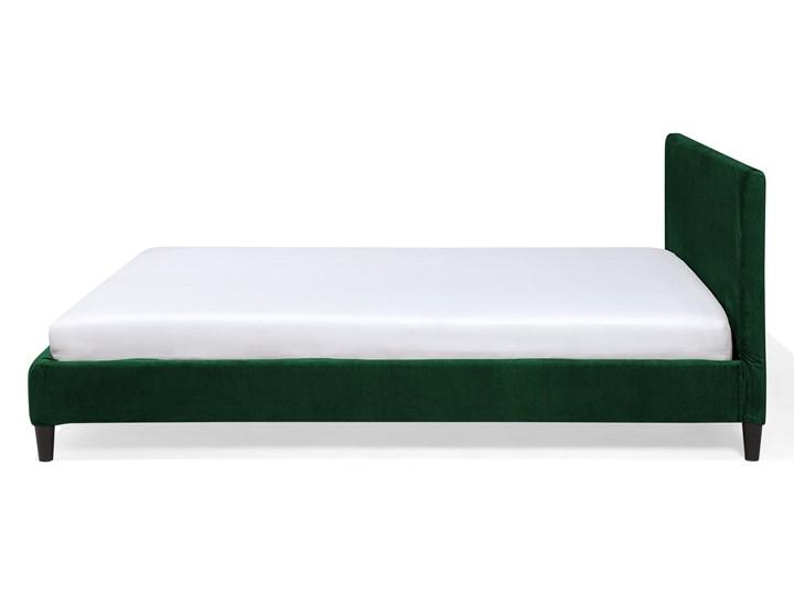 Łóżko zielone welurowe 180 x 200 cm ze stelażem i zagłówkiem Łóżko tapicerowane Kategoria Łóżka do sypialni Kolor Czarny