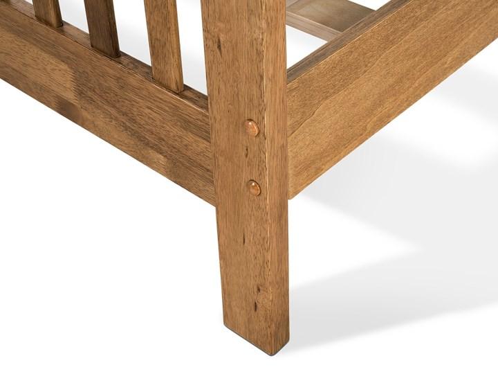 Łóżko ciemne drewniane 160 x 200 cm z ramą stelażem zagłówkiem i zanóżkiem Rozmiar materaca 160x200 cm Łóżko drewniane Kategoria Łóżka do sypialni
