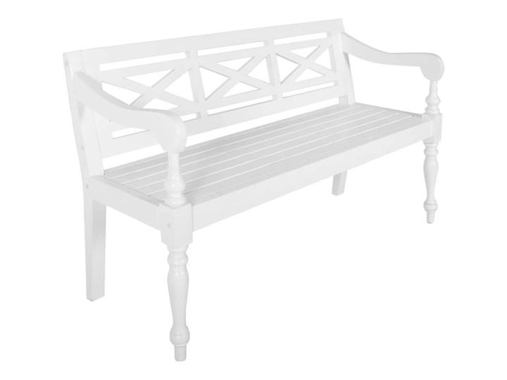 vidaXL Ławka Batavia, 136 cm, lite drewno mahoniowe, biała Kolor Biały Z oparciem Kategoria Ławki ogrodowe