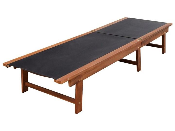 vidaXL Leżaki ze stolikiem, 2 szt., lite drewno akacjowe i textilene Z regulowanym oparciem Styl Rustykalny Kolor Brązowy